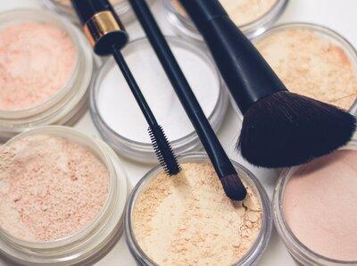 Nude makeup in 3 simple steps