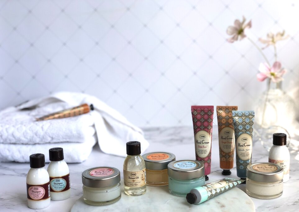 Essential beauty for your holiday - Must-have mini products