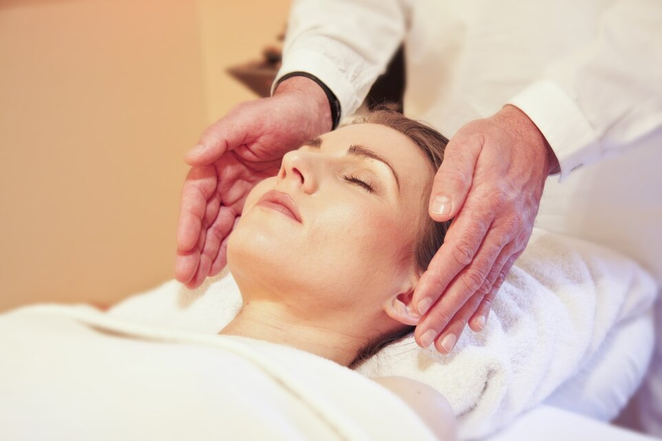 Reiki for beginners - the first steps in applying an ancient therapy to heal the body and soul